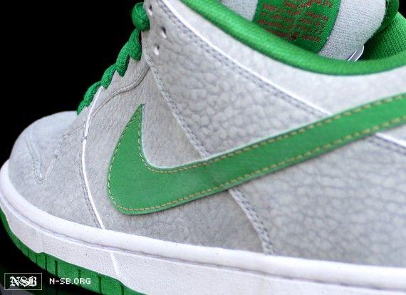 b27e48f816ed Nike SB Dunk Low  Medusa