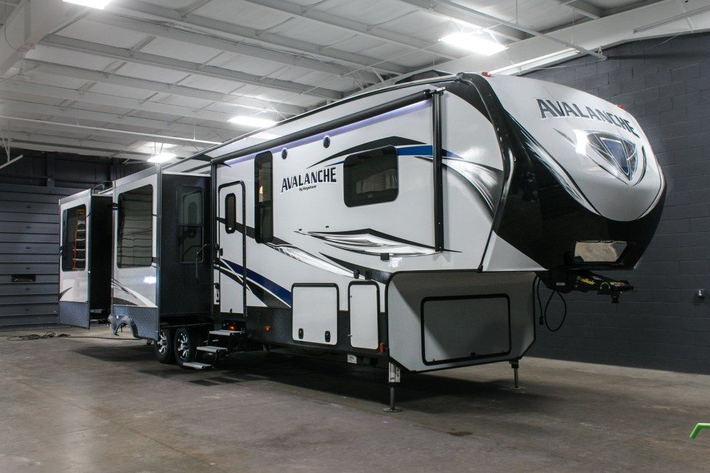EXPERIENCE THE LUXURY OF RV LIVING!!! 2017 Keystone Avalanche ...