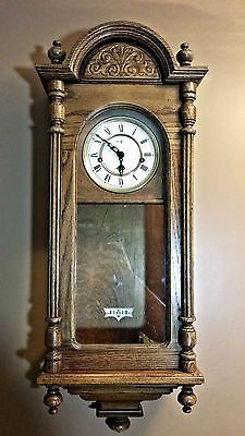 Vintage Wall Clock Howard Miller Oak Westminster Chime Key Wind Pendulum 612 462 Relojes De Pared Antiguos Relojes De Pared Pared