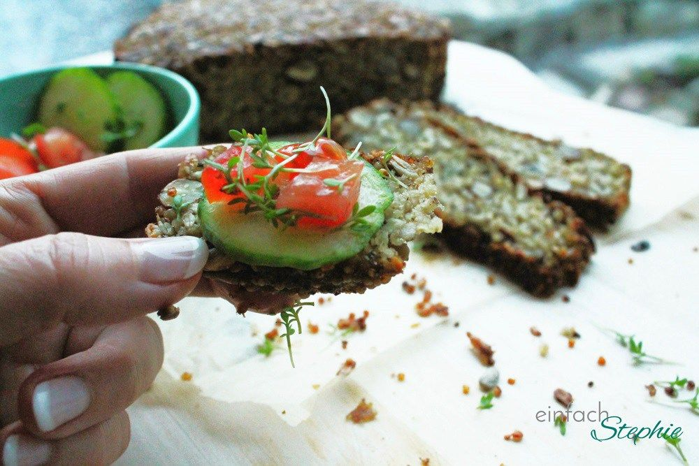 Brot ohne Mehl: Mein Müsli-Brot zum Basenfasten http://einfachstephie.de/2016/01/12/brot-ohne-mehl-mein-muesli-brot-zum-basenfasten/