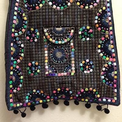 Handbag with embroidery & sequins