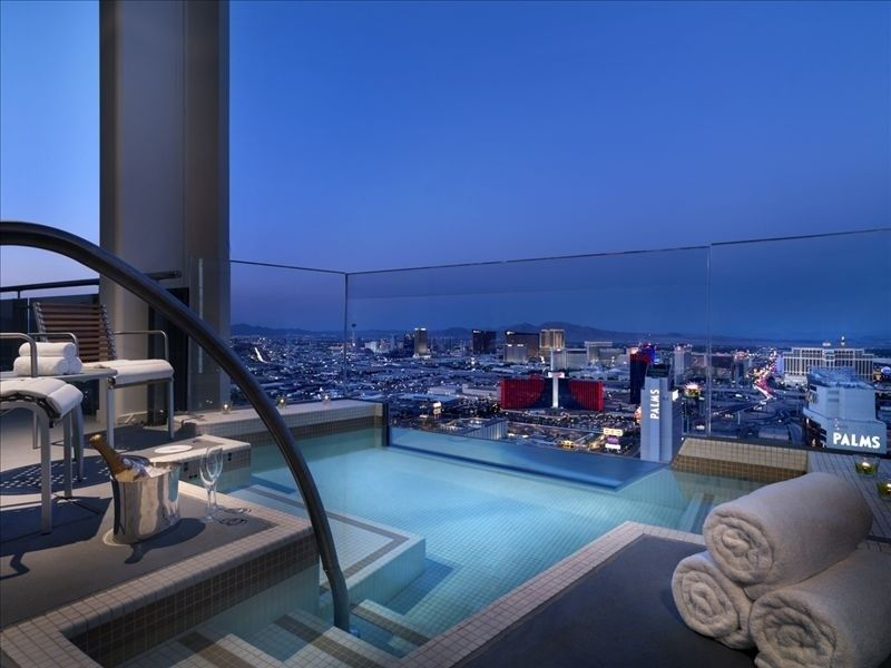 Looks Like Las Vegas Your Own Private Pool Spa Cantilevered Off The Balcony 550 Ft Above Strip