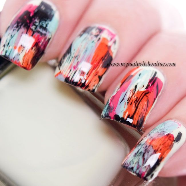 Love the color combination in these grungy nails