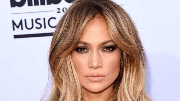 Jennifer Lynn Lopez2 (Nueva York, Estados Unidos, 24 de julio de 1969), más conocida como Jennifer Lopez o J Lo, es una actriz, bailarina, cantante, compositora, productora discográfica, diseñadora de modas, empresaria, productora de televisión, coreógrafa, perfumista y filántropa estadounidense de origen puertorriqueño.Su interés en seguir la carrera para llegar a la fama surgió después de tener un papel secundario en la película My Little Girl; por otra parte sus...
