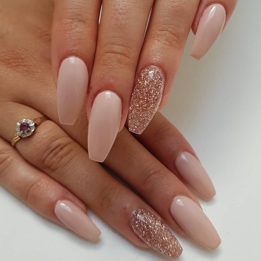 20 Beautiful Winter Glitter Accents For Short Nails Ideasfashionable Com Rose Gold Nails Glitter Gold Acrylic Nails Rose Gold Nails Acrylic