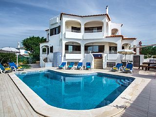 Spacious air conditioned Villa, with games room, close to