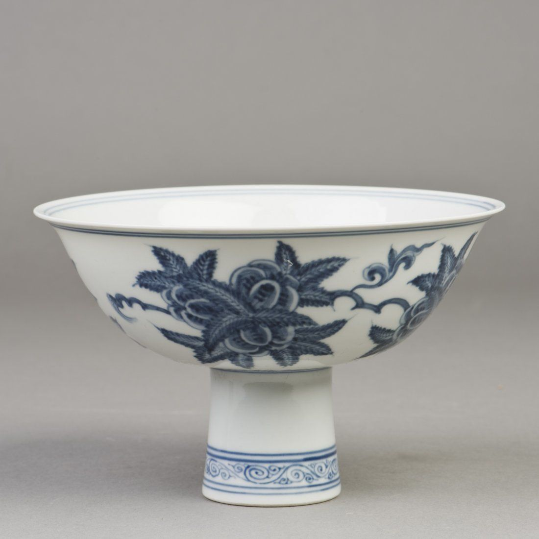 A BLUE AND WHITE PORCELAIN BOWL WITH TALL FOOT