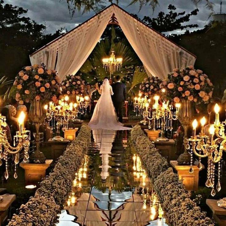 Genial, ¡qué # configuración de boda! 📷 por Wildflower Linen por Youngsong Marti …