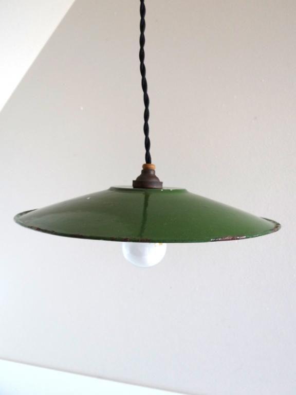 Suspension vintage industrielle en tôle émaillée verte
