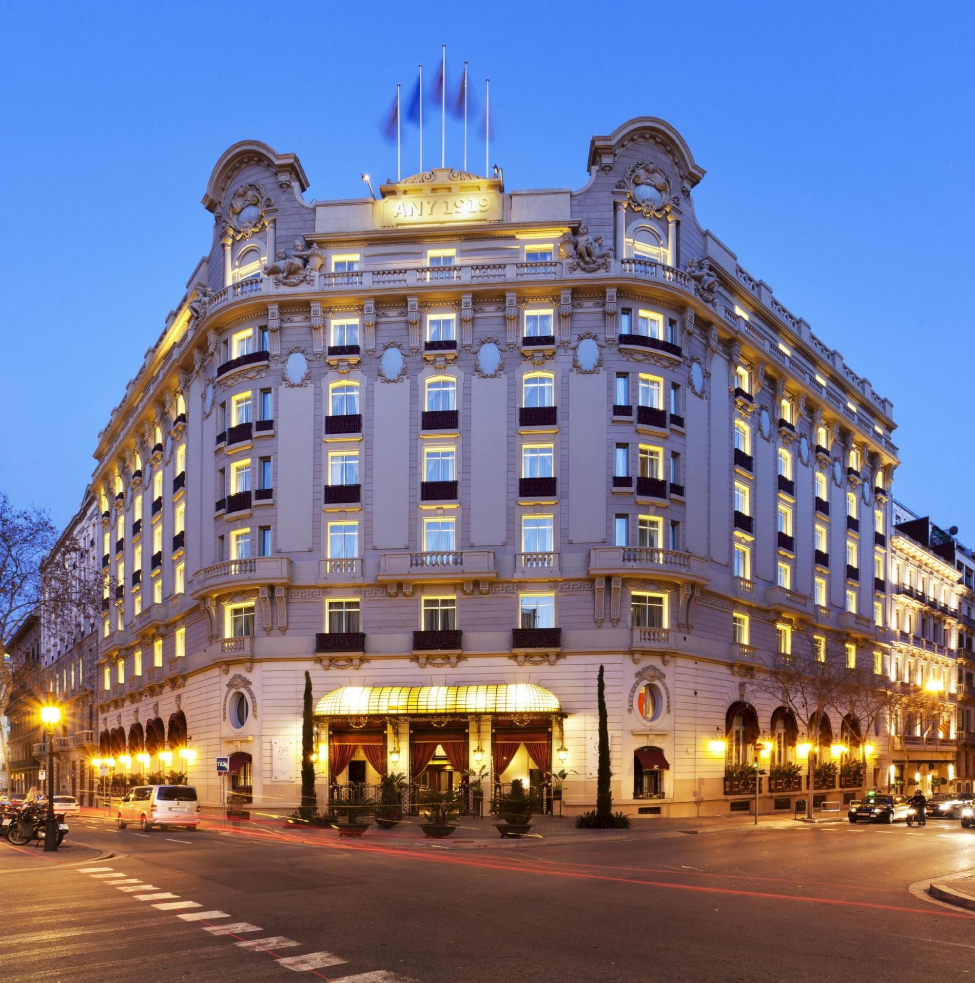 Foto e video el palace hotel barcelona 5 stelle lusso l for Hotel 4 stelle barcellona