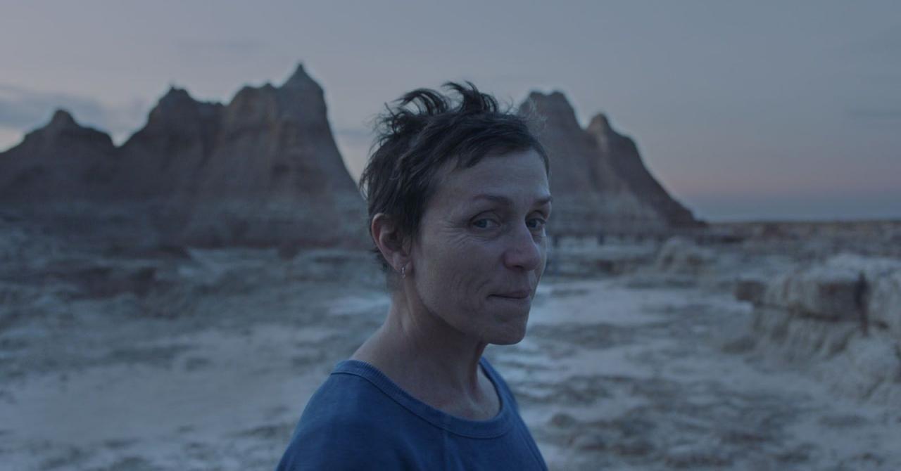 Nomadland Frances Mcdormand Marche Seule Dans Le Premier Teaser En 2020 Cinema Mostra De Venise Meilleure Actrice