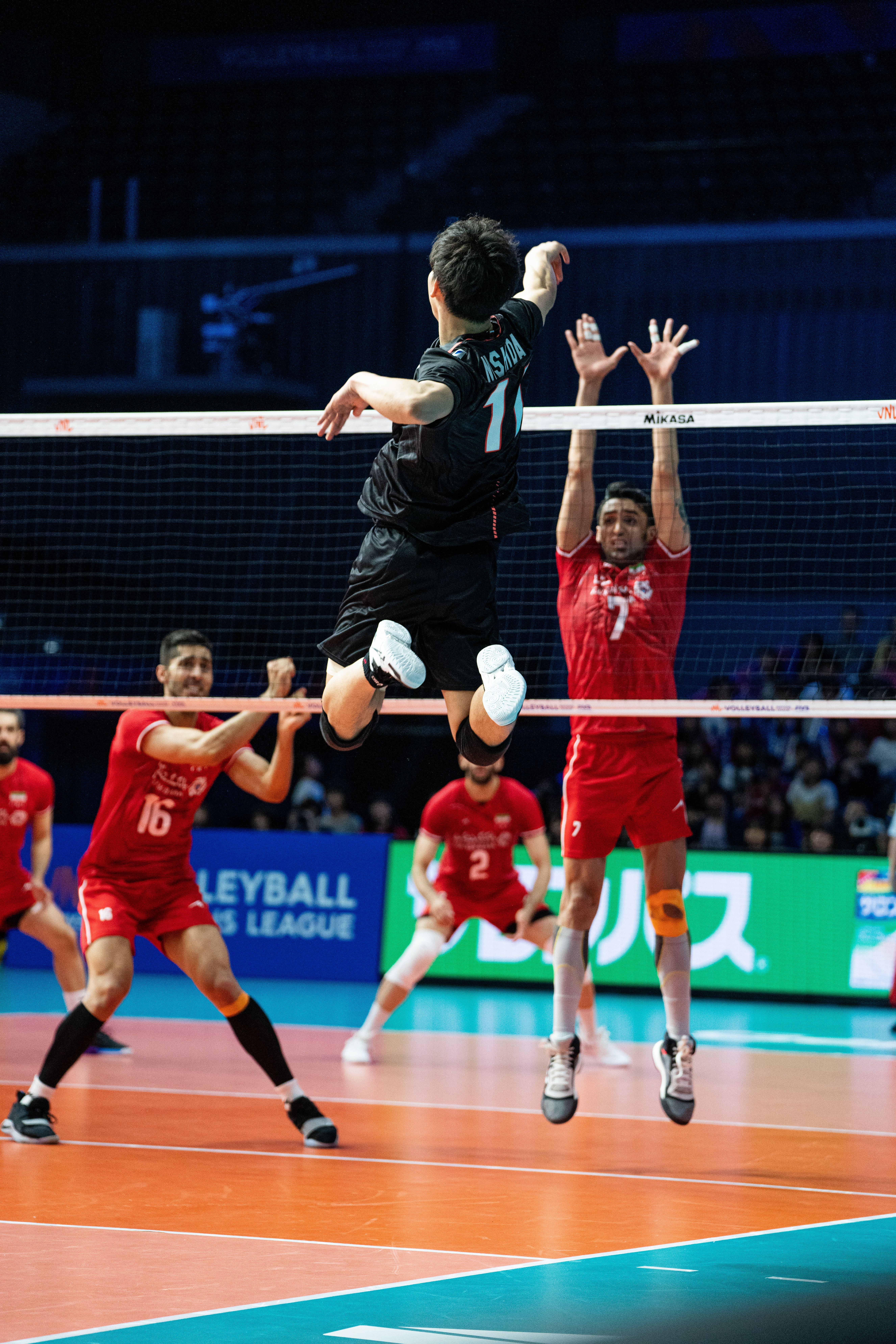 Ivan Zaytsev Spikes Against Japan Volleyball Photography Volleyball Poses Female Athletes