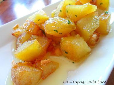 CON TAPAS Y A LO LOCO: Patatas al ajillo