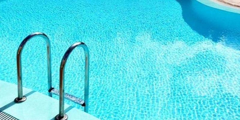 Απίστευτο! Την έψαχναν οι πάντες στο Ηράκλειο κι εκείνη έκανε μπάνιο σε πισίνα!