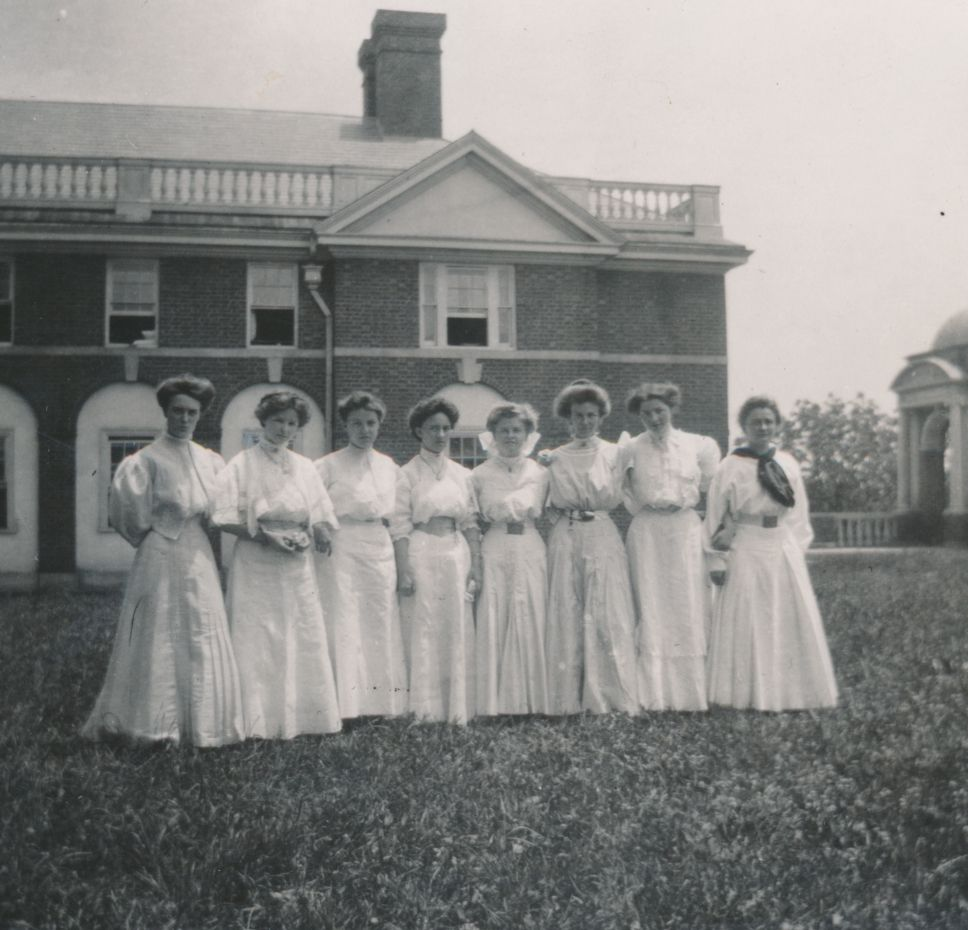 Sweet Briar College's First Freshman Class, 1906.  Sweet Briar College, some rights reserved. CC-BY-NC.