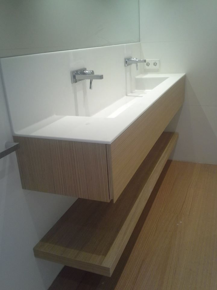 Lavabo doble. Betacryl y roble