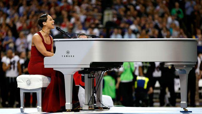 Alicia Keys Stunning Super Bowl National Anthem Breaks Record American Songwriter Super Bowl National Anthem National Anthem Video National Anthem