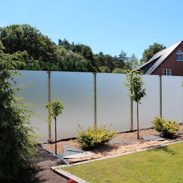Sichtschutz Garten Mit Einem Eleganten Glaszaun Pfostensystem Aundo Sichtschutz Garten Garten Glaszaun