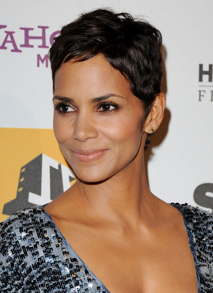 halle berry beauty evolution relaxed short hairstyles in 2018 pinterest frisuren. Black Bedroom Furniture Sets. Home Design Ideas