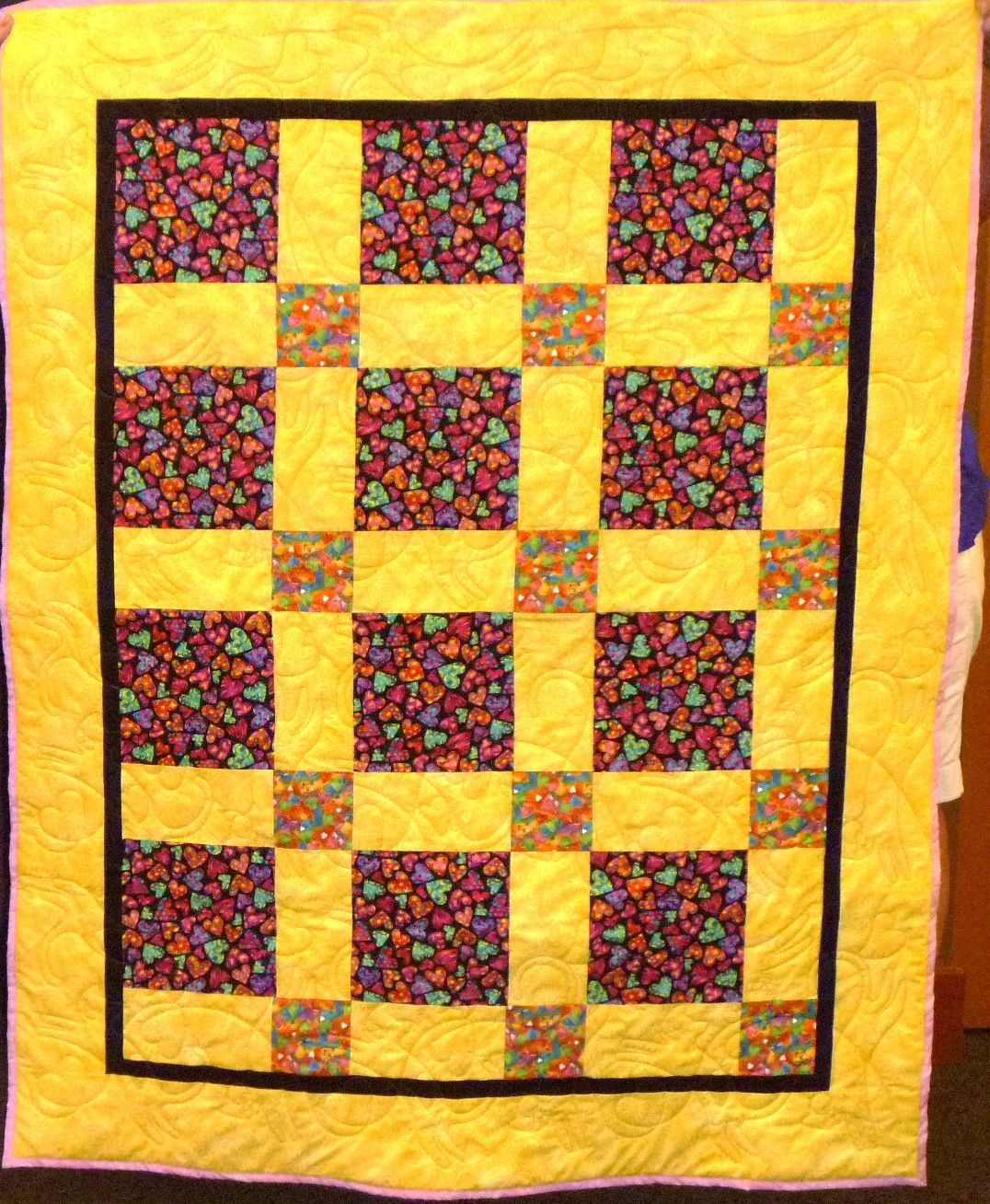 A sunny kit quilt full of cats, masterfully long armed by Mary Tennant.
