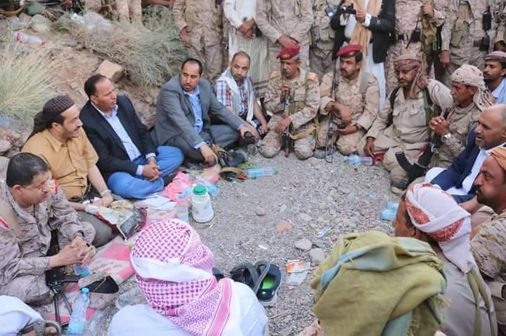 اليمن وزراء في الحكومة ورئيس الأركان يزورون مواقع قوات الجيش والمقاومة في جبهة صرواح بمأرب Couple Photos Scenes Photo
