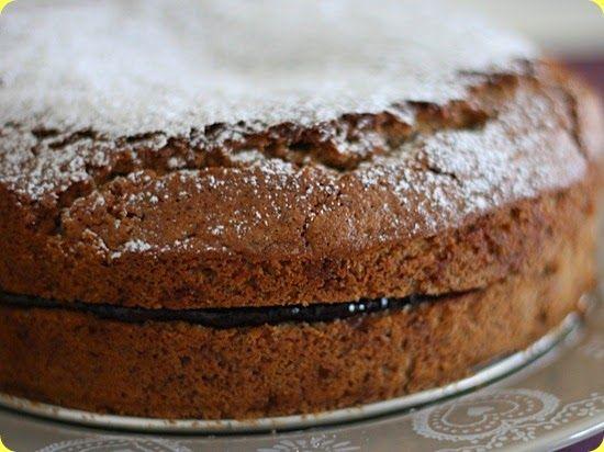 Torta di grano saraceno con mele caramellate e castagne.