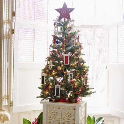 Traditional Holiday Decorating Ideas | Christmas tree, Holidays ...