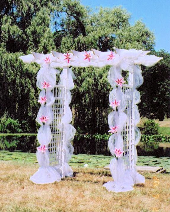 Diy Wedding Arch With Tulle: Tangled Trellis For Wedding Setting With Classic Garden