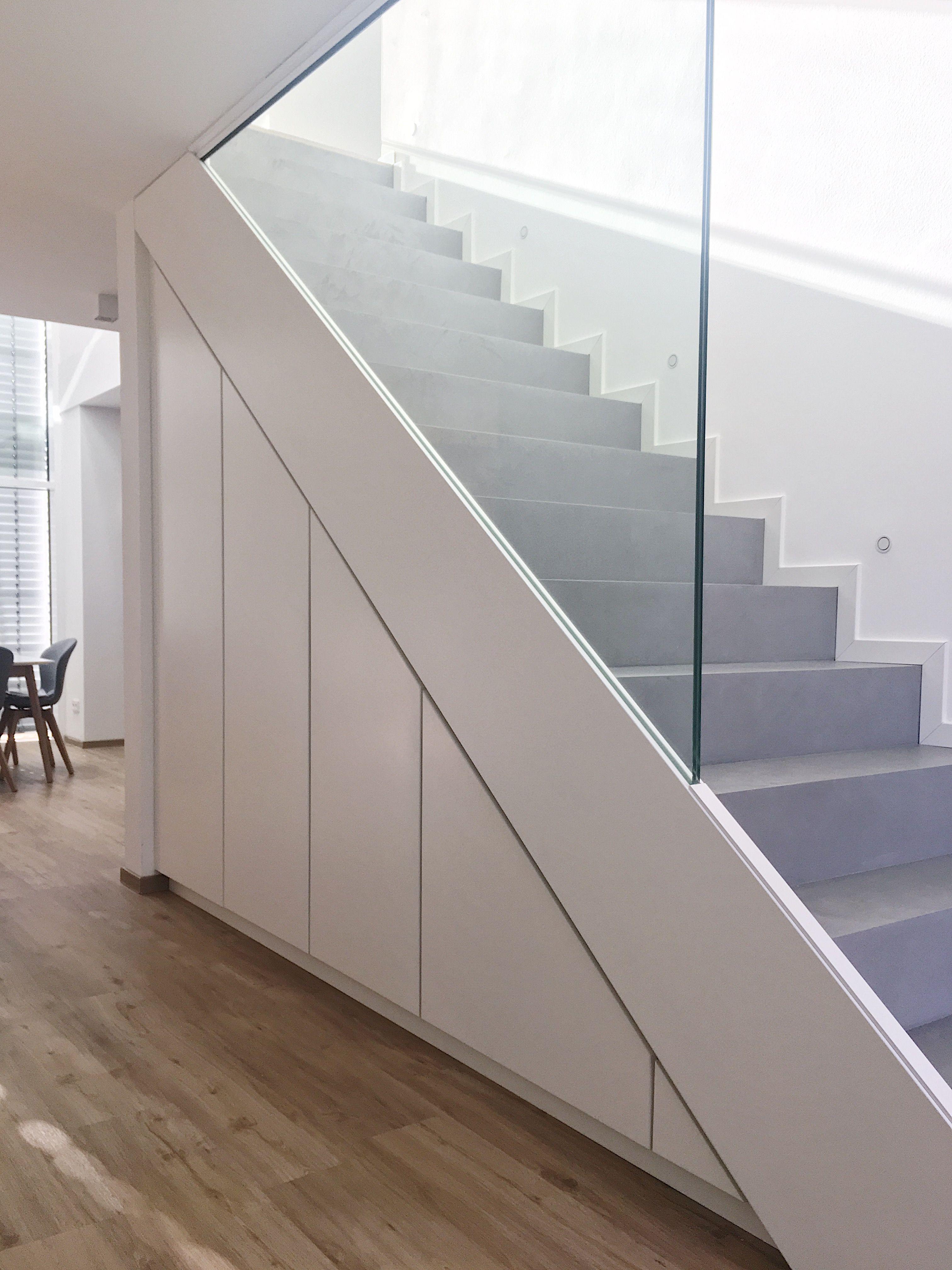 betontreppe mit einbauschr nken keller bauen betonoptik und putz. Black Bedroom Furniture Sets. Home Design Ideas