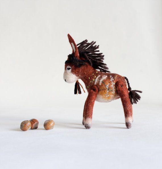 Aangepaste volgorde.   Theodor - Mini voelde ezel. Kunst speelgoed. Gevilte ezel. Handgemaakte vilten speelgoed permanent gevulde ezel. SPECIALE bestelling voor Nicky.