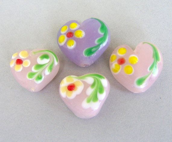 4 lampwork heart beads with flowers lavender от MindieleeSupplyz