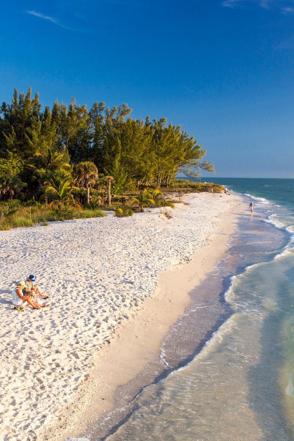 You don't have to splurge on flights to the Caribbean to find turquoise water and ivory sand beaches. #travel #Florida