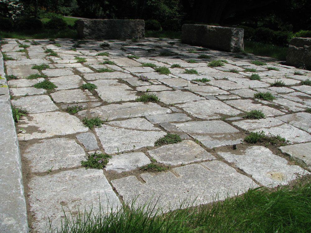 Lovely Antique Granite Pavers Patio (1000×750)