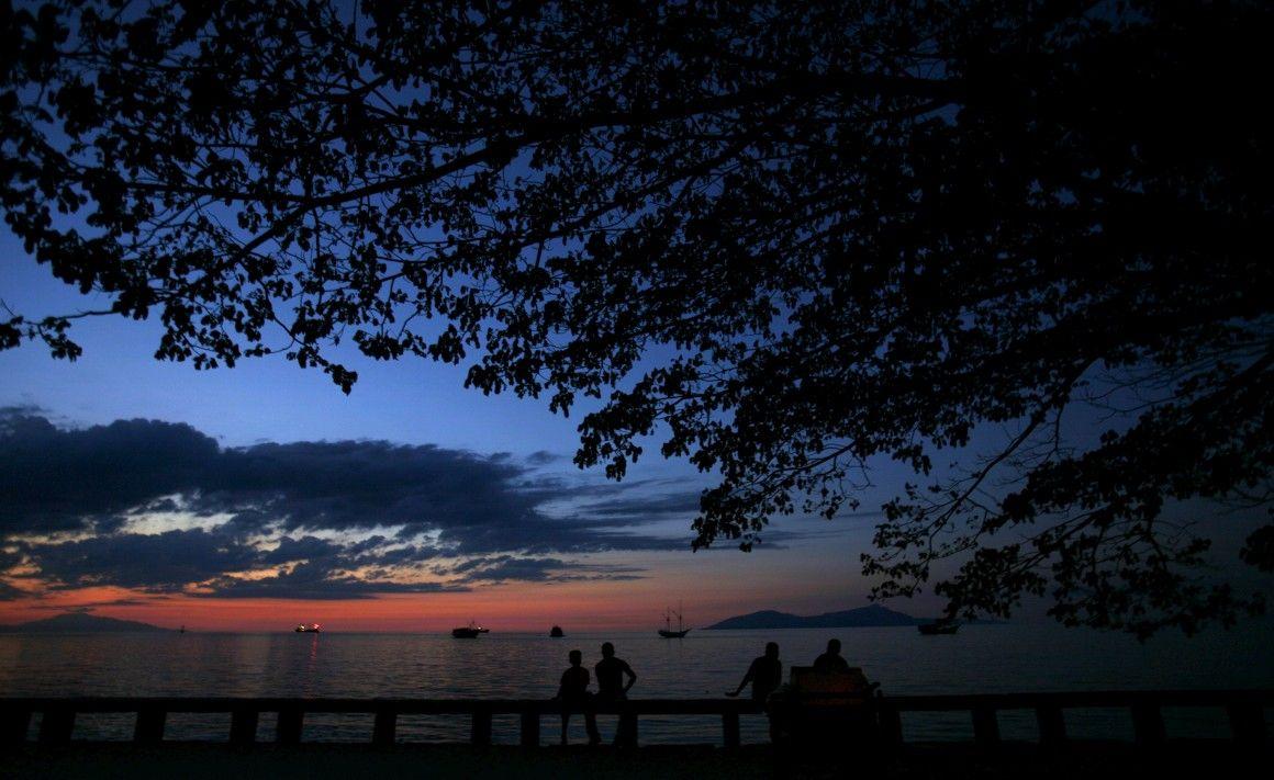 Timor das praias de água transparente, recifes de corais e portentosas montanhas. Da ponta Lorosae (onde nasce o sol) à Loromonu (onde o sol se põe) a viajar sem sabermos o que vamos encontrar. No fim, não há como não nos rendermos à beleza desta terra.