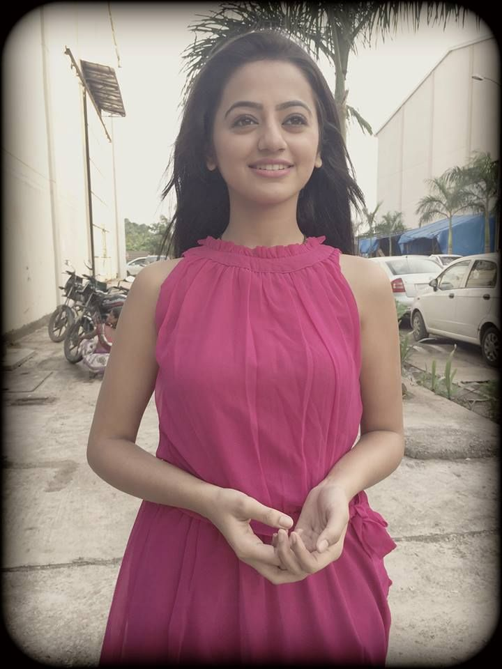 Colors Helly Shah Sawara Wallpapers Images Rrrr Helly Shah