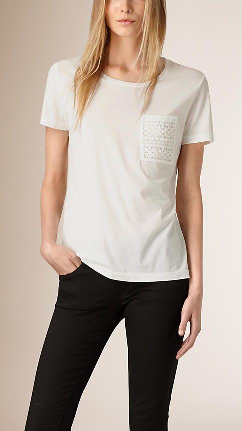 60a74b21a2 Creme Camiseta de algodão com bolso de renda - Imagem 1