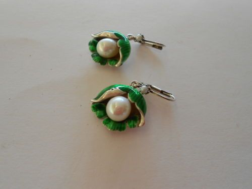 Emallierte-Lily-of-the-valley-Earrings-with-Real-Pearls-925er-Sterling-silver