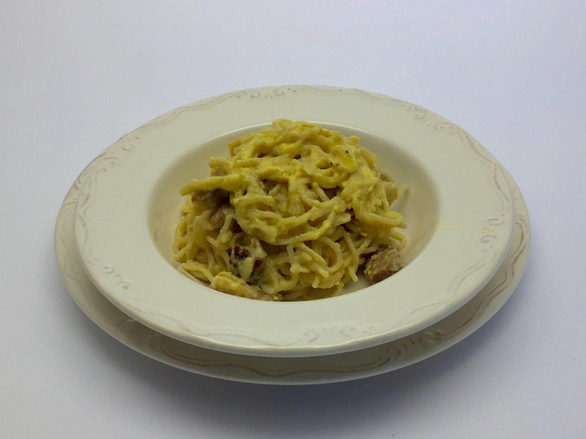 """""""La ricetta degli spaghetti alla carbonara è una delle più note ricette di pasta della cucina romana. Si tratta di un piatto povero, dalle origini controverse, la cui versione originale preve…"""