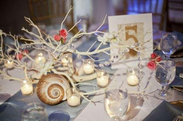 Centros de mesa: Fotos de ideas para bodas de playa - Artístico centro de mesa para bodas de playa