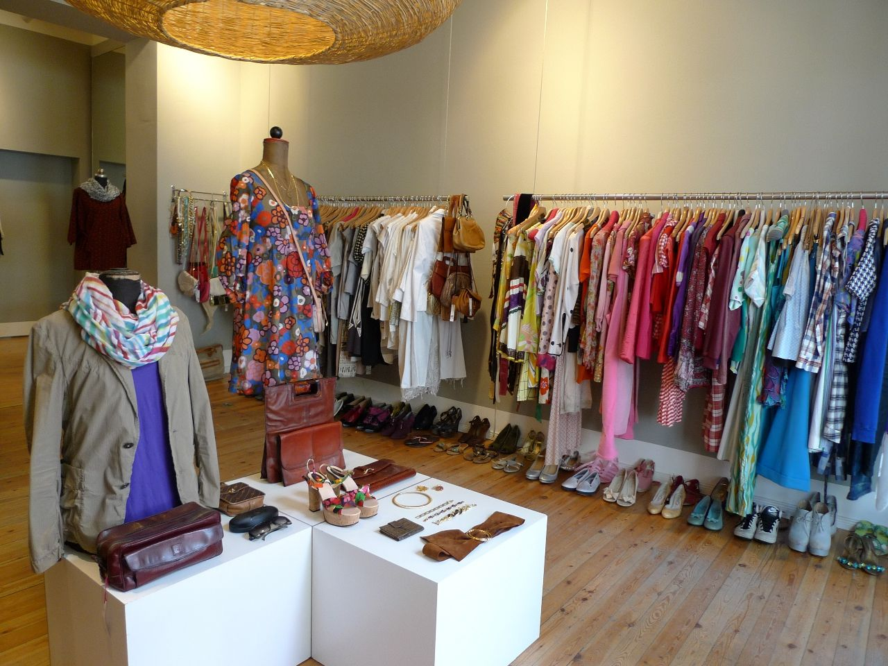 c26fe3a4eac From the movie set via the second-hand store to your own closet - Astrid  Lafos and Sandra Keil sell in their store hardly-worn designer clothing, ...