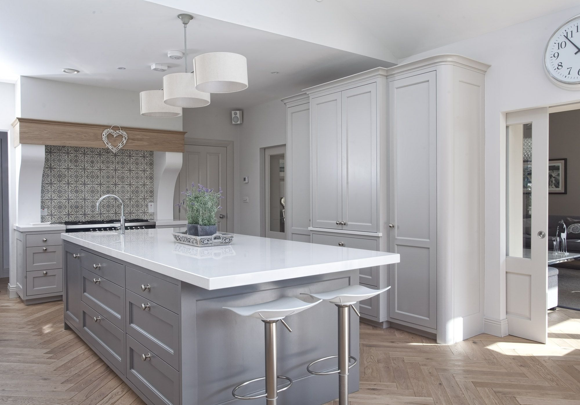 Classic kitchen design with a focus on Country Chic. A creative yet ...