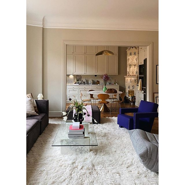 Layered On Instagram Our Shaggy Rug In The Stylish Home Of Linneklund In 2020 Rugs In Living Room Home Eclectic Living Room