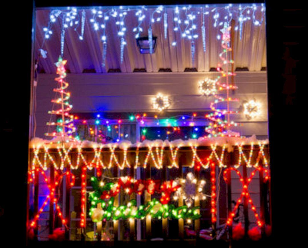 35 Best Apartment Balcony Christmas Light Decorating Ideas For