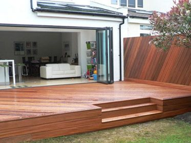 Decking ideas inverted steps with box hedge around for Box steps deck