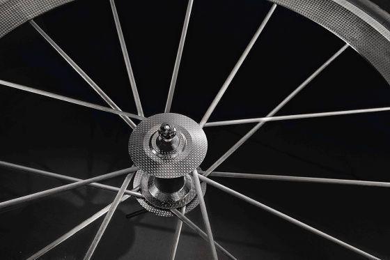 """Audi ha construido una bici de alta tecnología. La Audi Sport racing bike. La bicicleta es de fibra de carbono """"T1000"""" quattro y sólo pesa 5,8 kilogramos."""