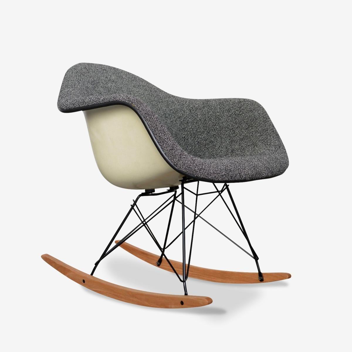Chaise A Bascule Rar Par Charles Ray Eames 1968 1 Chaise A Bascule Eames Fauteuil Eames