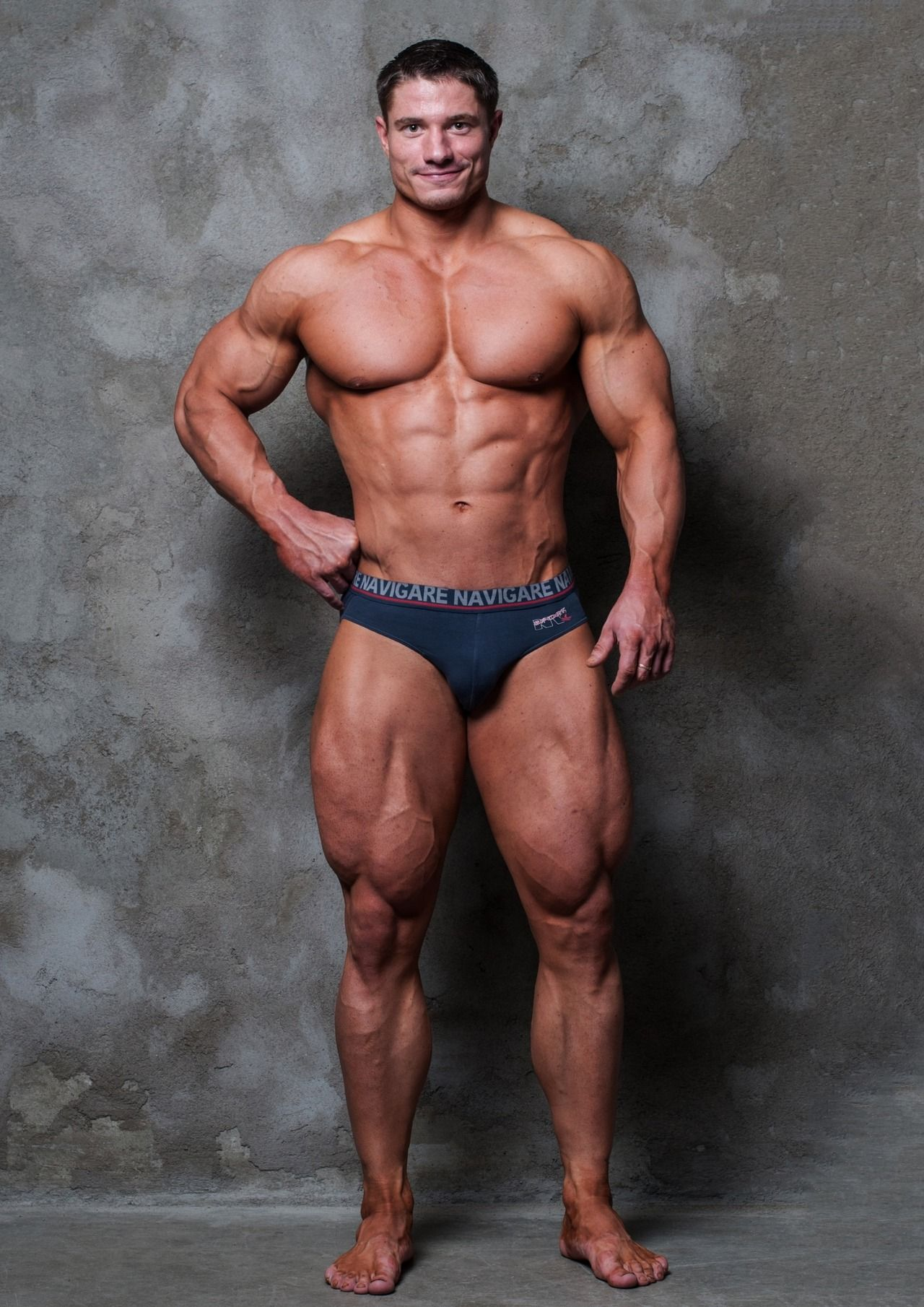 Male bodybuilder strip videos gabarit mais