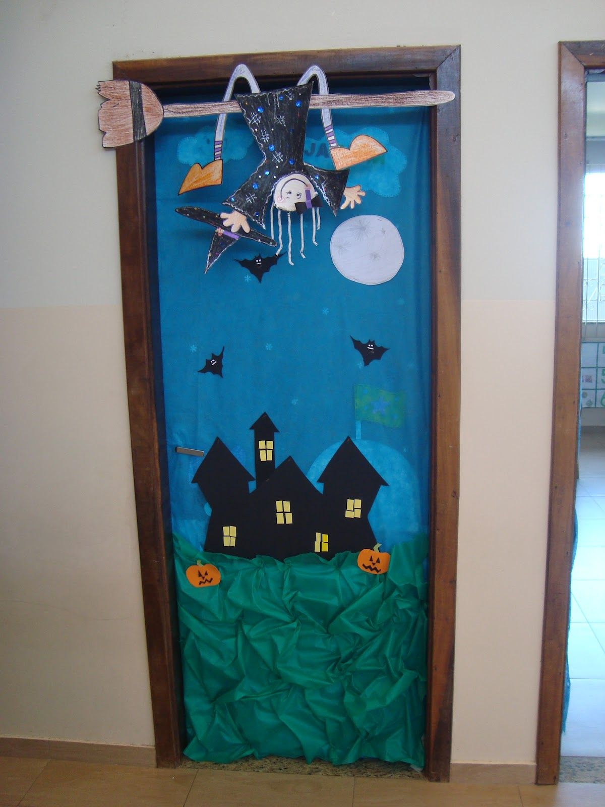Portas decoradas de sala de aula halloween pinterest for Decoracion puerta aula infantil