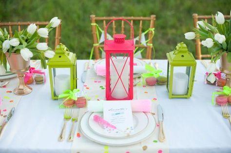 Une décoration de mariage néon éblouissante
