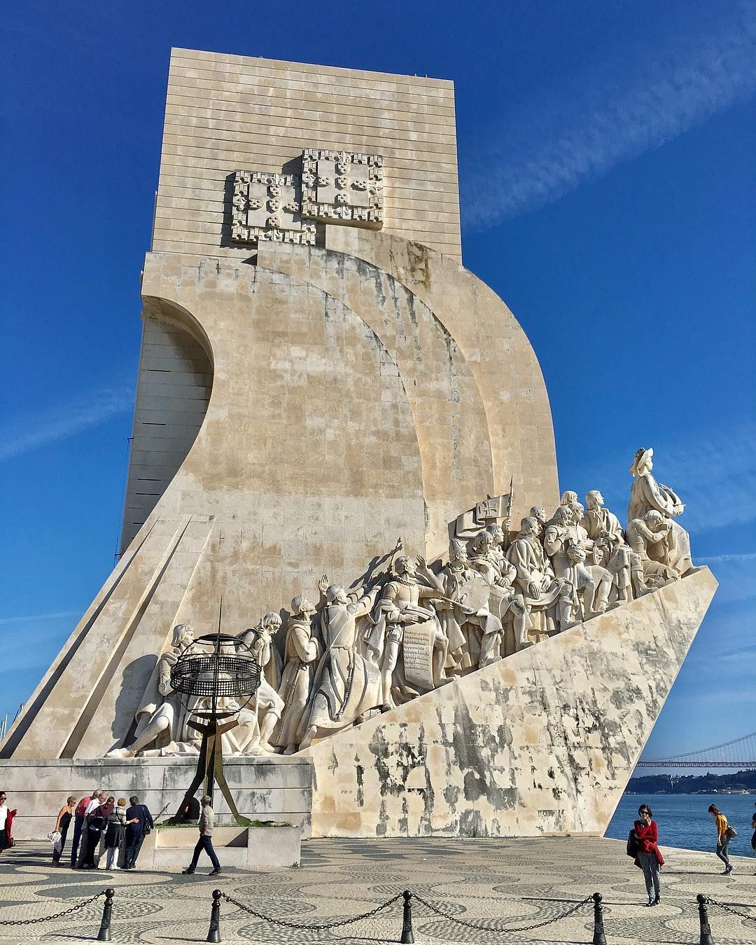Padrao Dos Descobrimentos Is A 171ft High Monument In Belem Lisbon Portugal It Celebrates The Age Of Discoveries And Flankin Vasco Da Gama Seeing 33 Travel